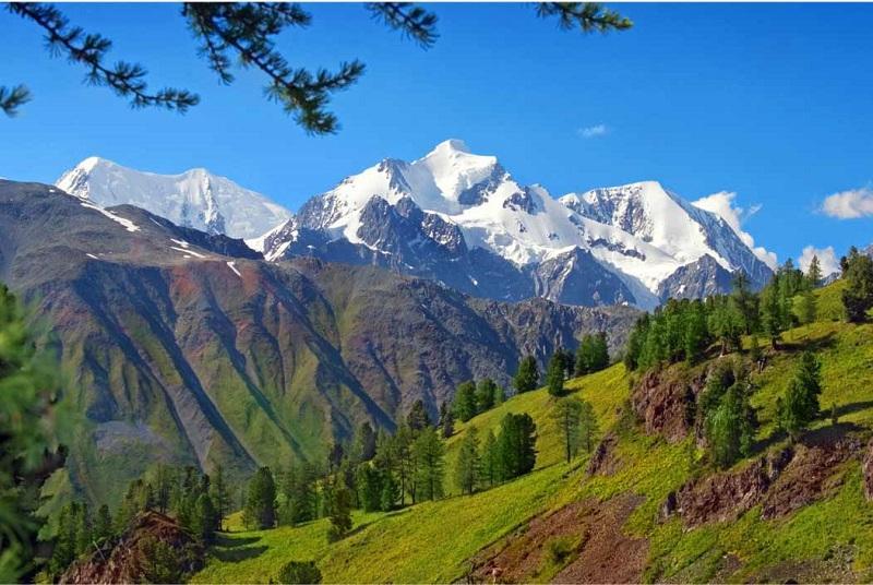 Самая высокая точка горного Алтая - гора Белуха